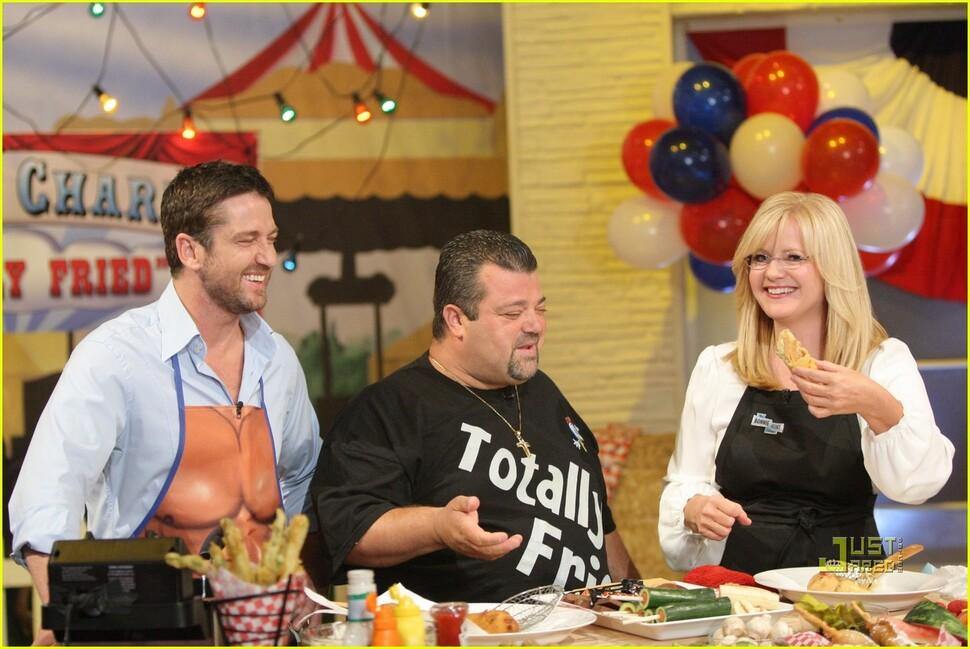 Джерард Батлер на кулинарном шоу