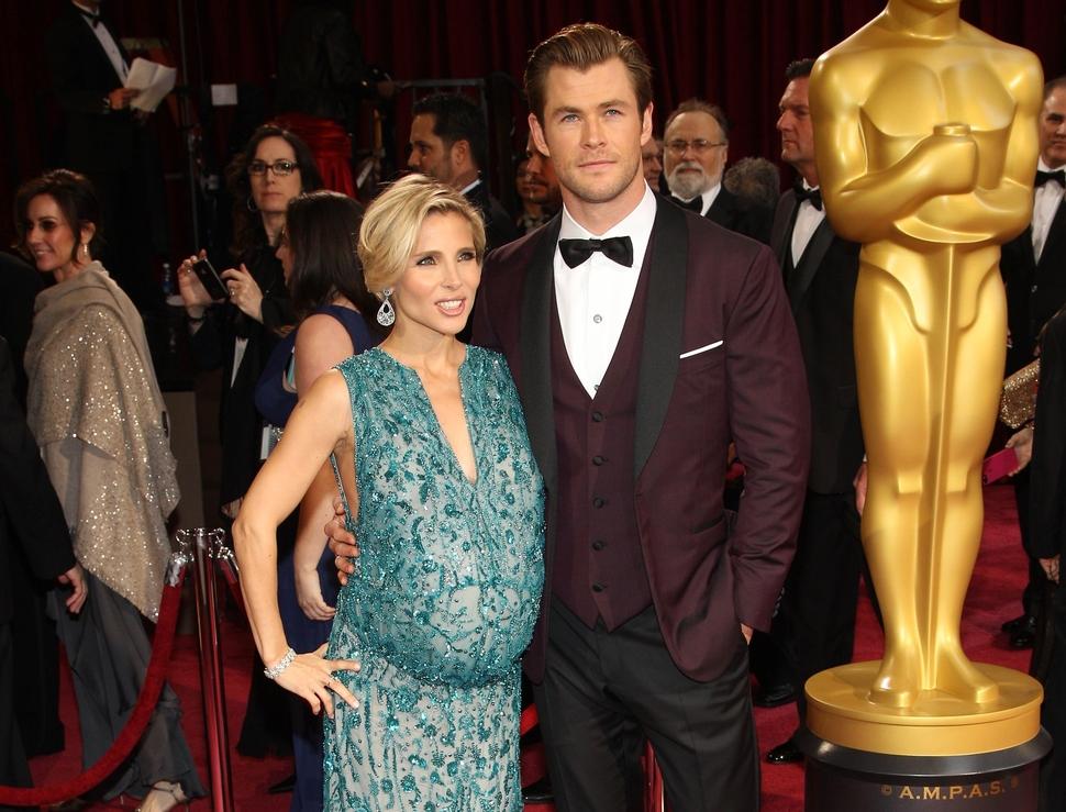 Полиция моды раскритиковала беременную жену Криса Хемсворта