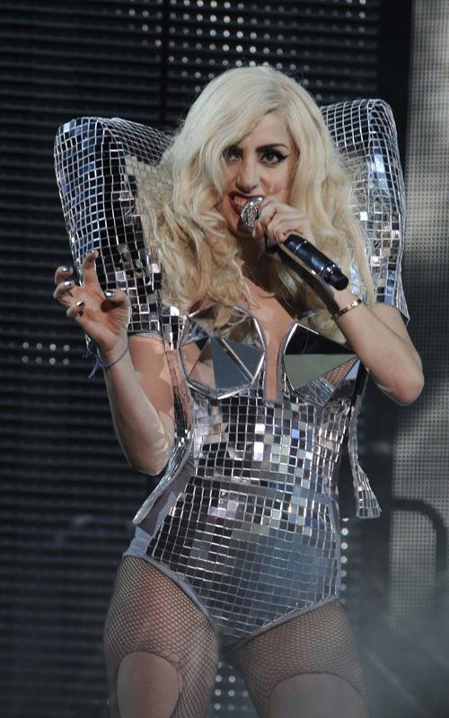 Lady GaGa выступает в Nokia Theatre