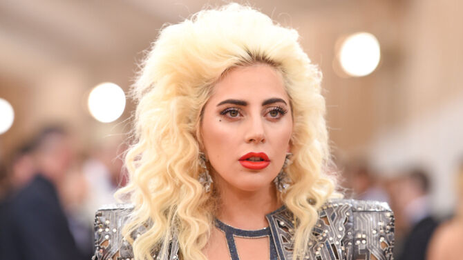 Леди Гага вышла на публику без нижнего белья