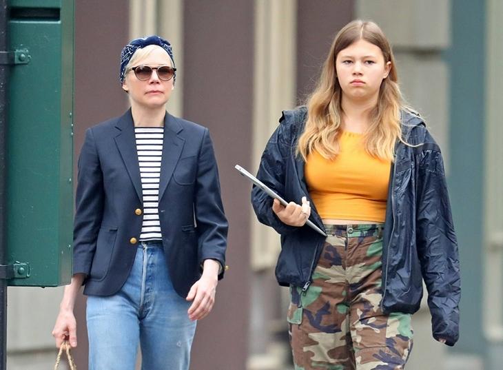 Фото: повзрослевшая дочь Хита Леджера на прогулке с матерью в Нью-Йорке