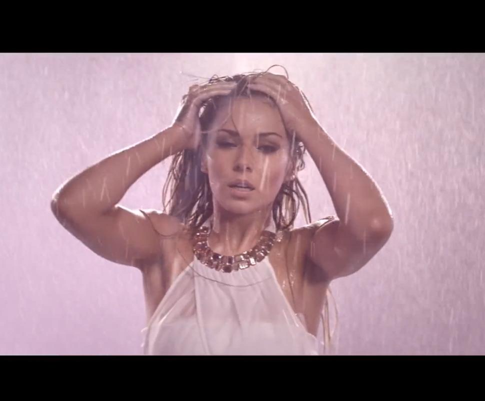 Шерил Коул в рекламном ролике своего аромата StormFlower