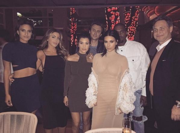 Ким Кардашьян появилась на свадьбе друзей в полупрозрачном платье