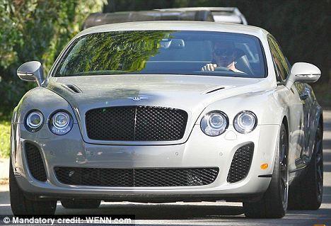 Дэвид Бэкхем купил себе новую машину на День Благодарения
