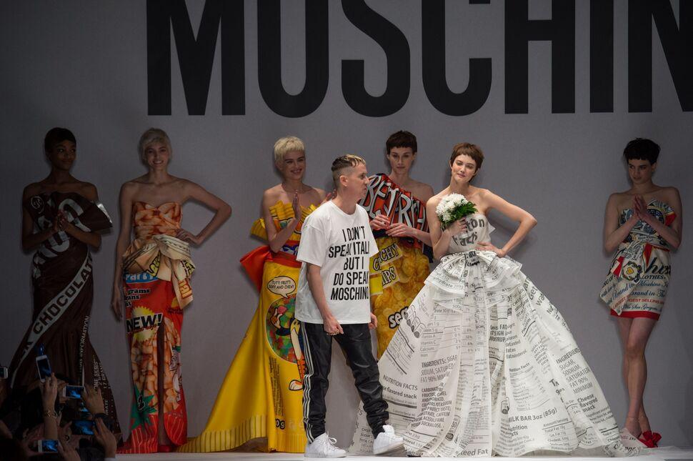 Модный показ новой коллекции Moschino. Осень / зима 2014