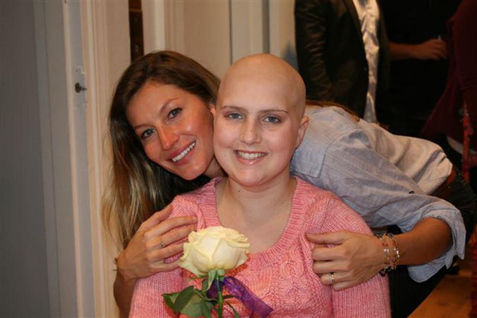 Жизель Бундхен посетила онкологическую клинику в Бостоне