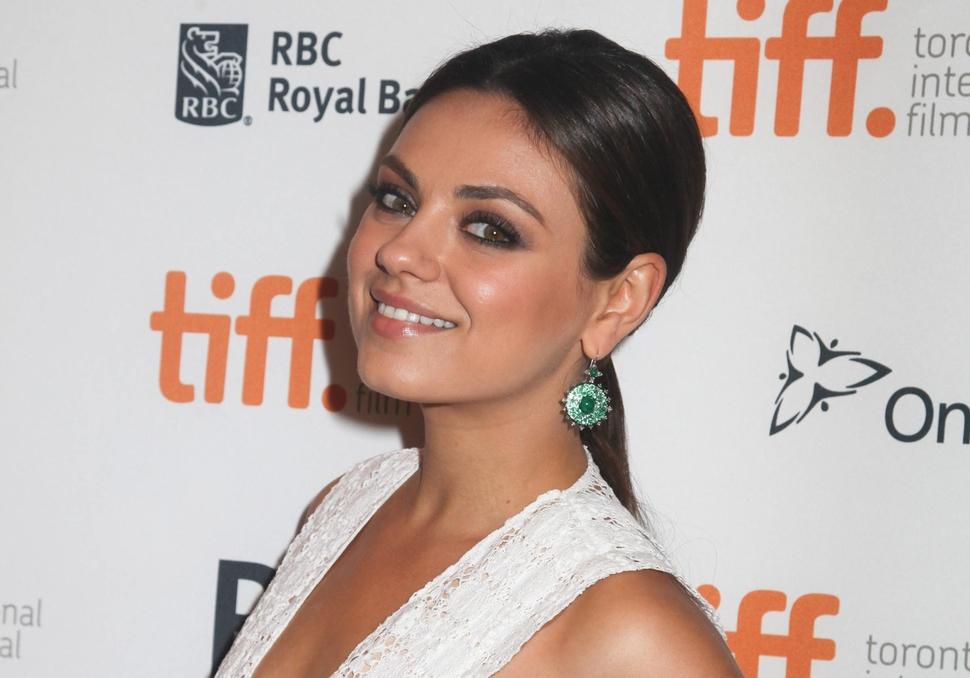 Мила Кунис появится в сериале «Два с половиной человека»