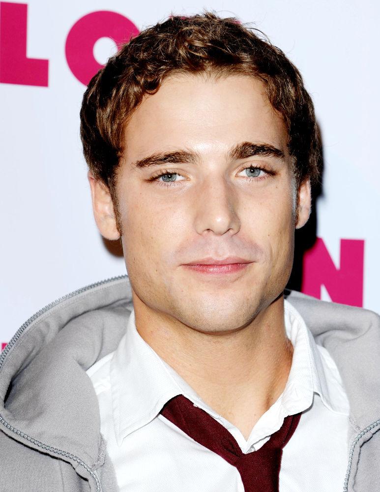 Актер из сериала 90210 Дастин Миллиган о Роберте Паттинсоне и Кристен Стюарт
