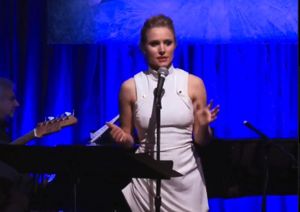 Видео: Кристен Белл исполняет саундтрек к мультфильму «Холодное сердце»