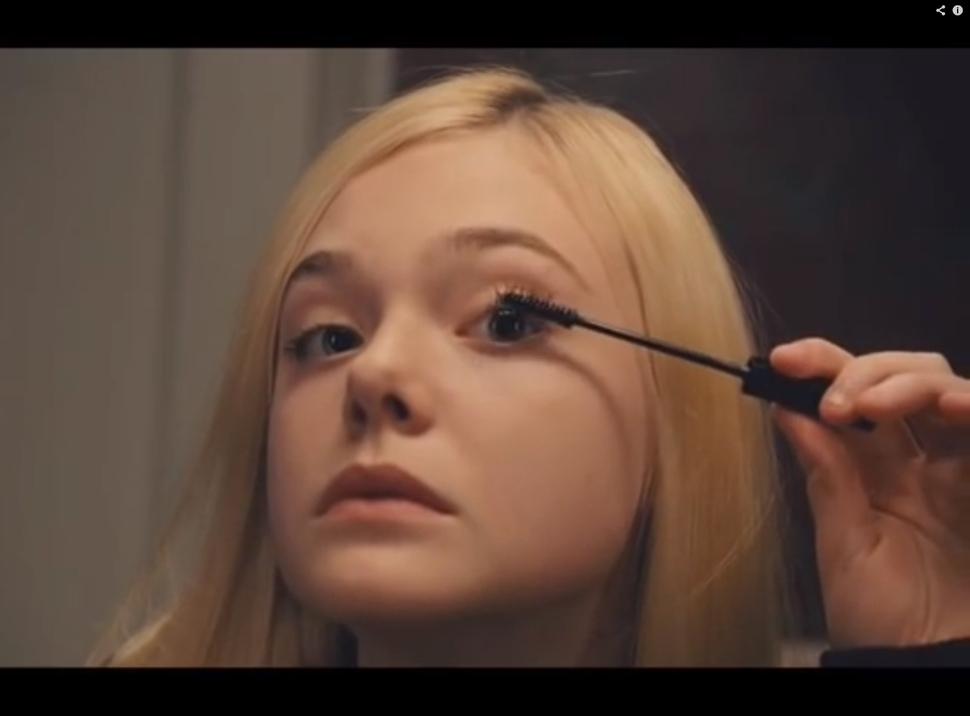 Эль Фаннинг снялась в короткометражном фильме о булимии