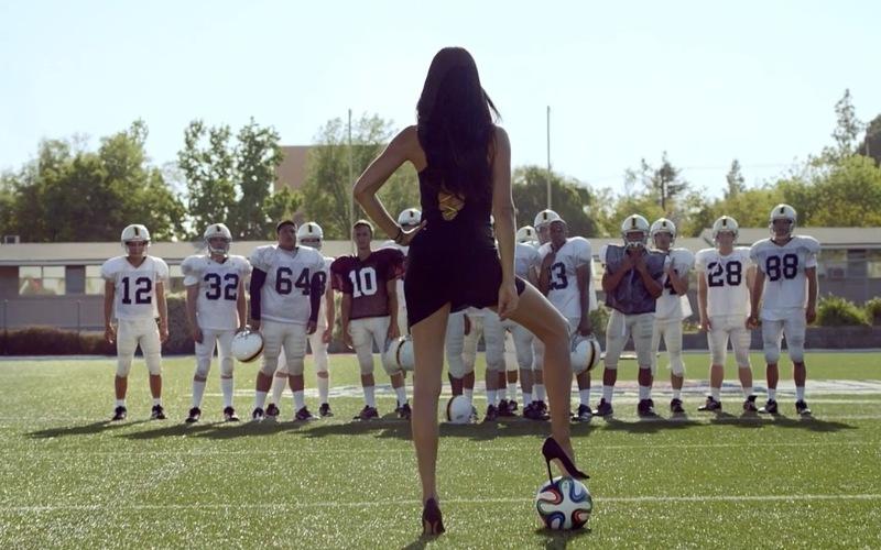 Адриана Лима в рекламных роликах Kia Motors