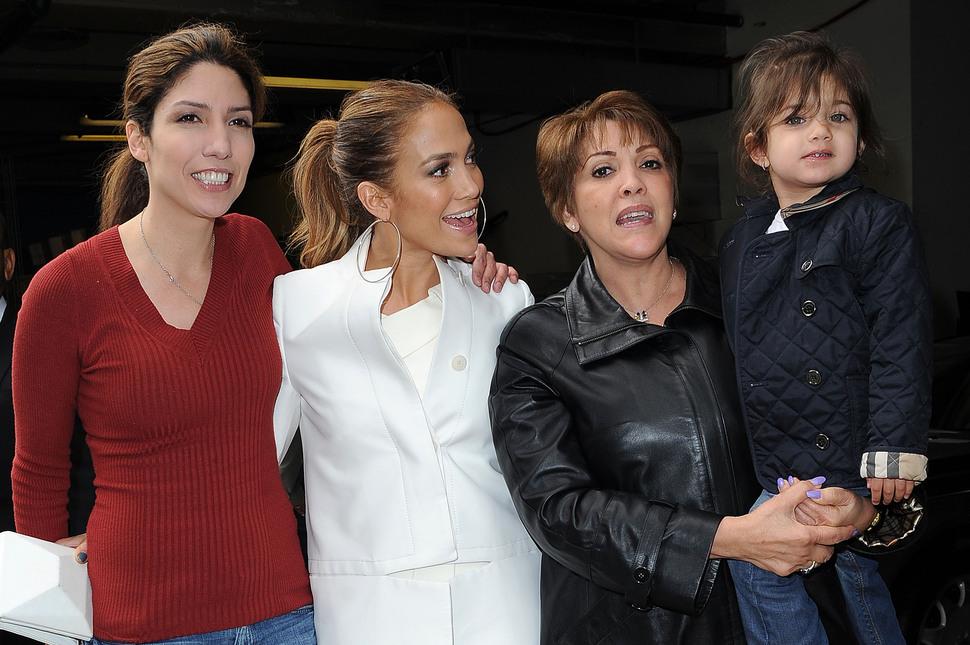 Дженнифер Лопес с семьей на студии BET