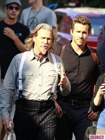 Райан Рейнольдс и Джефф Бриджес на съемках «Загробного департамента»