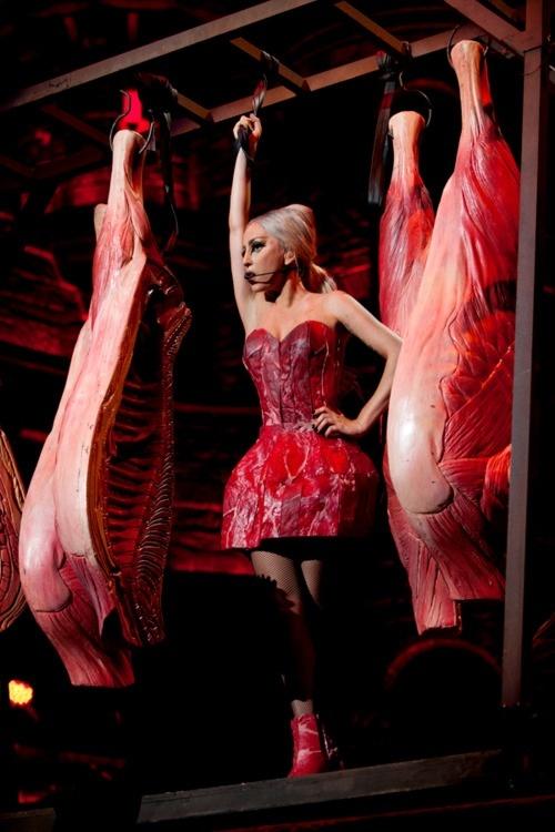 Lady Gaga снова надела на себя мясо