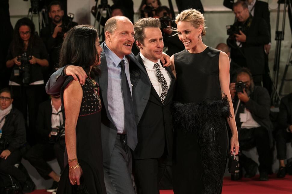 Вуди Харрельсон и Сэм Рокуэлл представили свой новый фильм на Венецианском кинофестивале