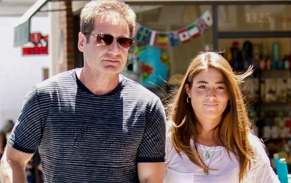 Фото: Дэвид Духовны вышел на публику с новой возлюбленной, которая годится ему в дочери