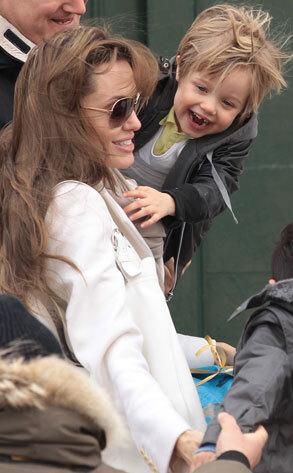 Как Анджелина Джоли отнеслась к высказываниям Чаза Боно о ее дочери Шайло?
