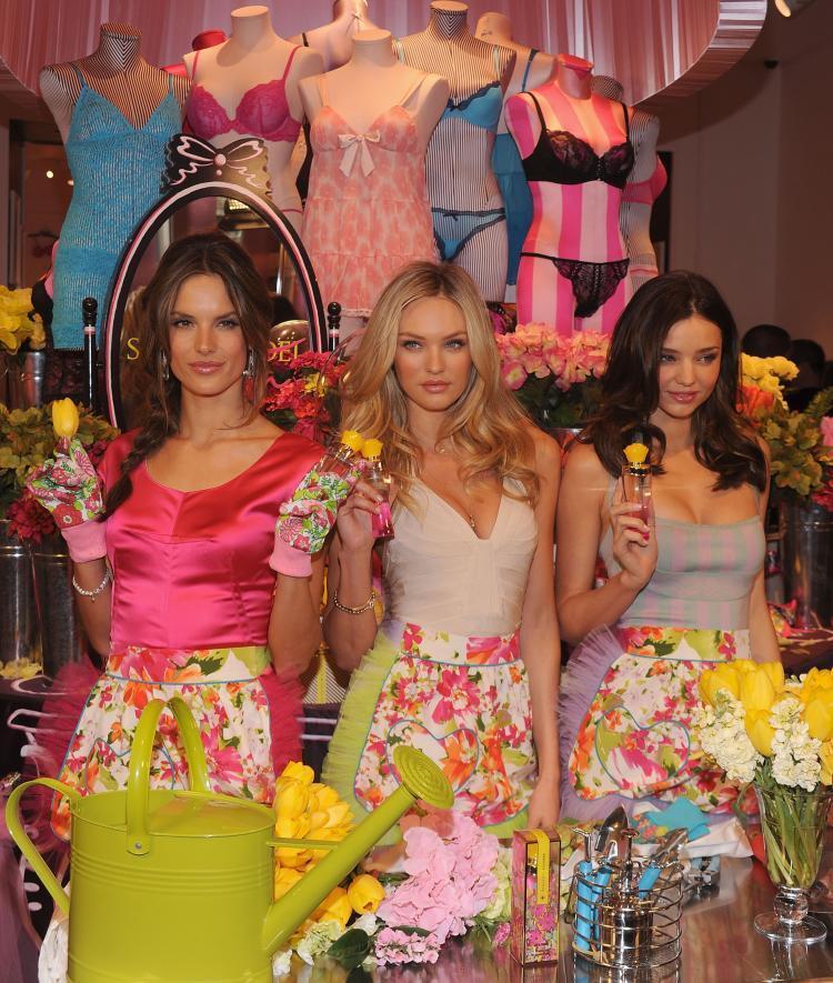 Ангелы Victoria's Secret  представили новые духи