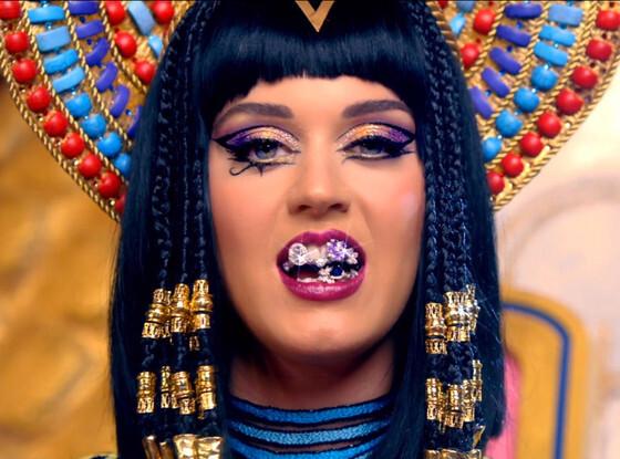 Кэти Перри убрала исламский символ из своего клипа «Dark Horse»