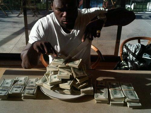 50 Cent продемонстировал всем, что он богат