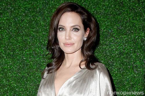Анджелина Джоли купила двухметрового плюшевого медведя