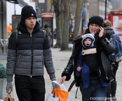Кира Найтли на прогулке с мужем и дочкой
