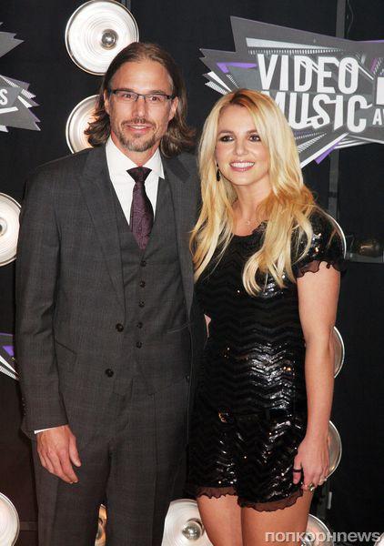 Бритни Спирс разорвала помолвку с Джейсоном Тревиком