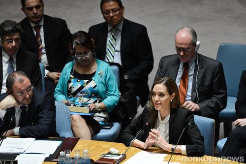 Анджелина Джоли требует прекратить сексуальное насилие на войне