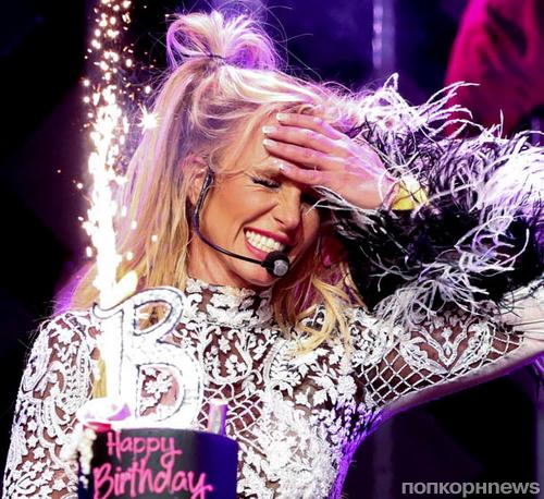 Видео: Бритни Спирс отпраздновала 35-летие на сцене