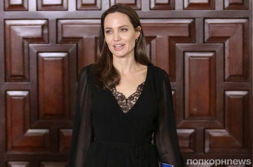Анджелина Джоли продлит контракт с частным судьей, занимающимся ее разводом, до декабря 2019