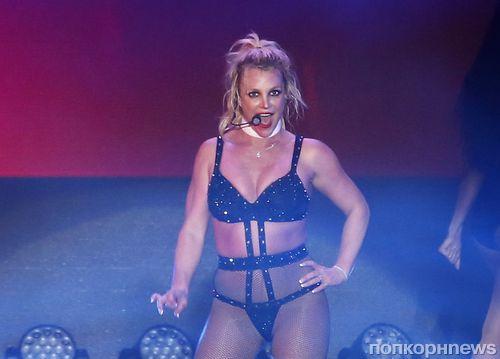 Бритни Спирс переусердствовала с откровенными концертными нарядами