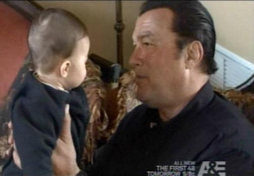 Стивен Сигал представил своего седьмого ребенка