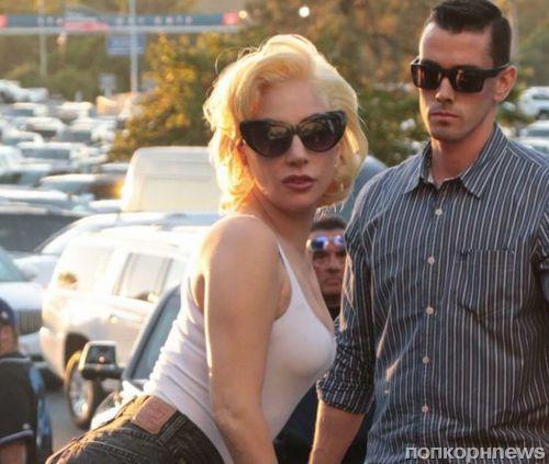 Фото: Леди Гага с бойфрендом посетила бейсбольный матч в Лос-Анджелесе