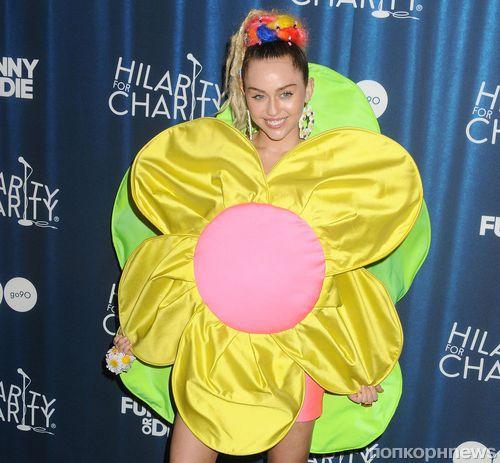 Майли Сайрус и другие звезды на благотворительном  вечере  Hilarity for Charity