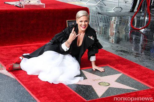 Фото: Пинк получила звезду на Аллее славы в Голливуде