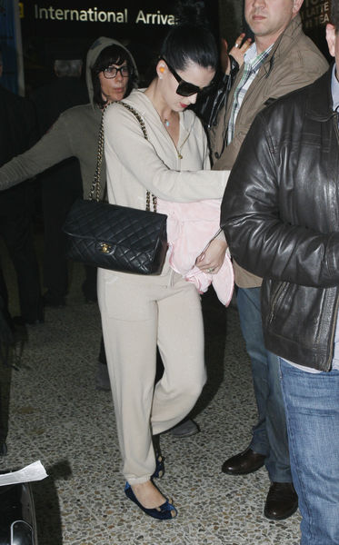 Кэти Перри подала в суд на журнал NW