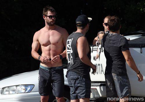 Крис Хемсворт отдыхает  на пляже в Сиднее