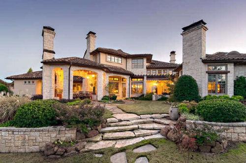 Кевин Джонас и его жена подают свой дом в Техасе за 2,2 млн долларов