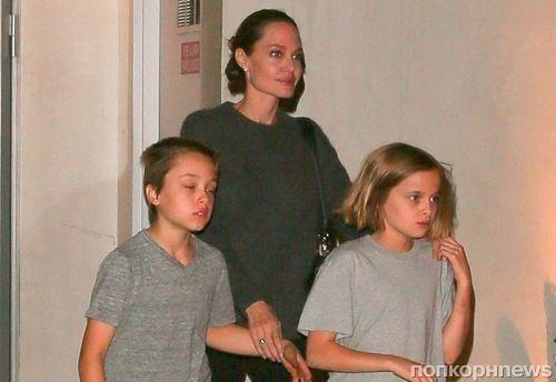 В кругу семьи: Анджелина Джоли сводила детей в японский ресторан