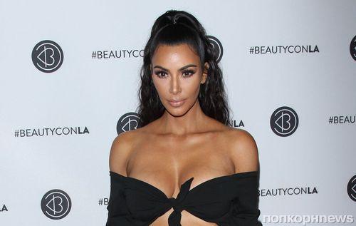 Превзошла саму себя: Ким Кардашьян оголила все, что можно, на фестивале косметики в Лос-Анджелесе