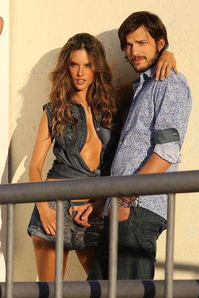 Эштон Кутчер и Алессандра Амбросио на съемках фотосесии для  Colcci