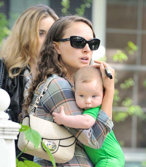 Натали Портман с сыном в Нью-Йорке