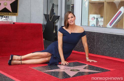 Фото: Дженнифер Гарнер получила звезду на Аллее славы в Голливуде