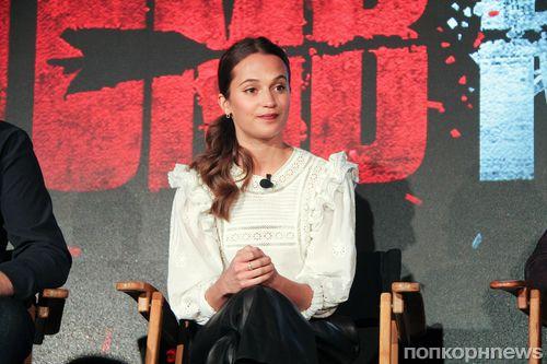 Алисия Викандер на пресс-конференции фильма «Tomb Raider: Лара Крофт» в Лос-Анджелесе