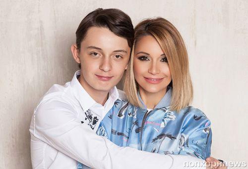 Ведущая «Дома 2» Ольга Орлова учит сына интиму: «На личном примере»