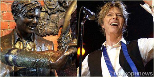 В Великобритании установили памятник Дэвиду Боуи