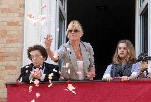 Мелани Гриффит с семьей на Holy Week Procession
