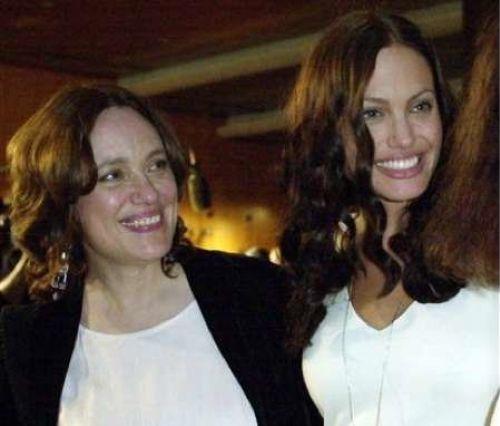 Анджелина Джоли хочет установить контакт с умершей матерью
