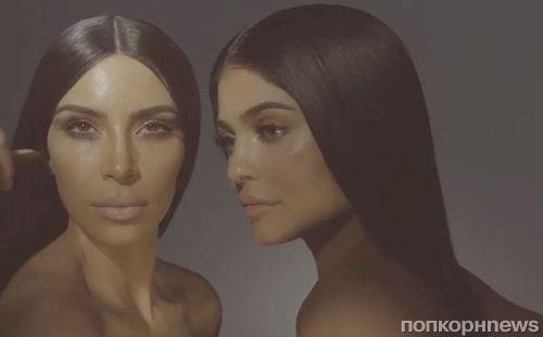Ким Кардашьян и Кайли Дженнер снялись топлес в рекламе косметики