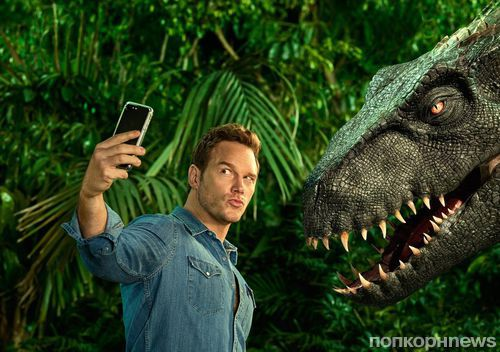 Крис Прэтт делает селфи с динозавром в новой фотосессии для EW